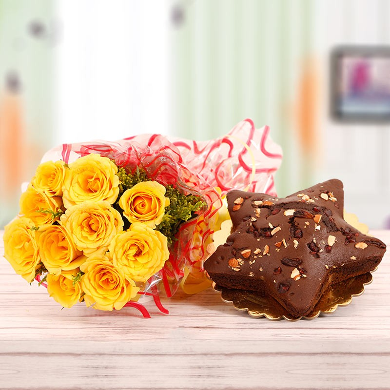 Star-shaped Plum Cake with Yellow Roses